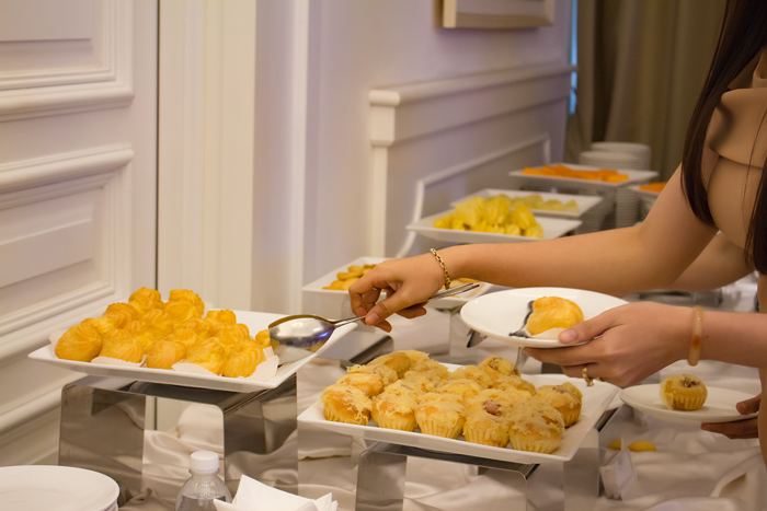 Khách mời tham gia nghỉ giải lao dùng trà bánh tại sự kiện