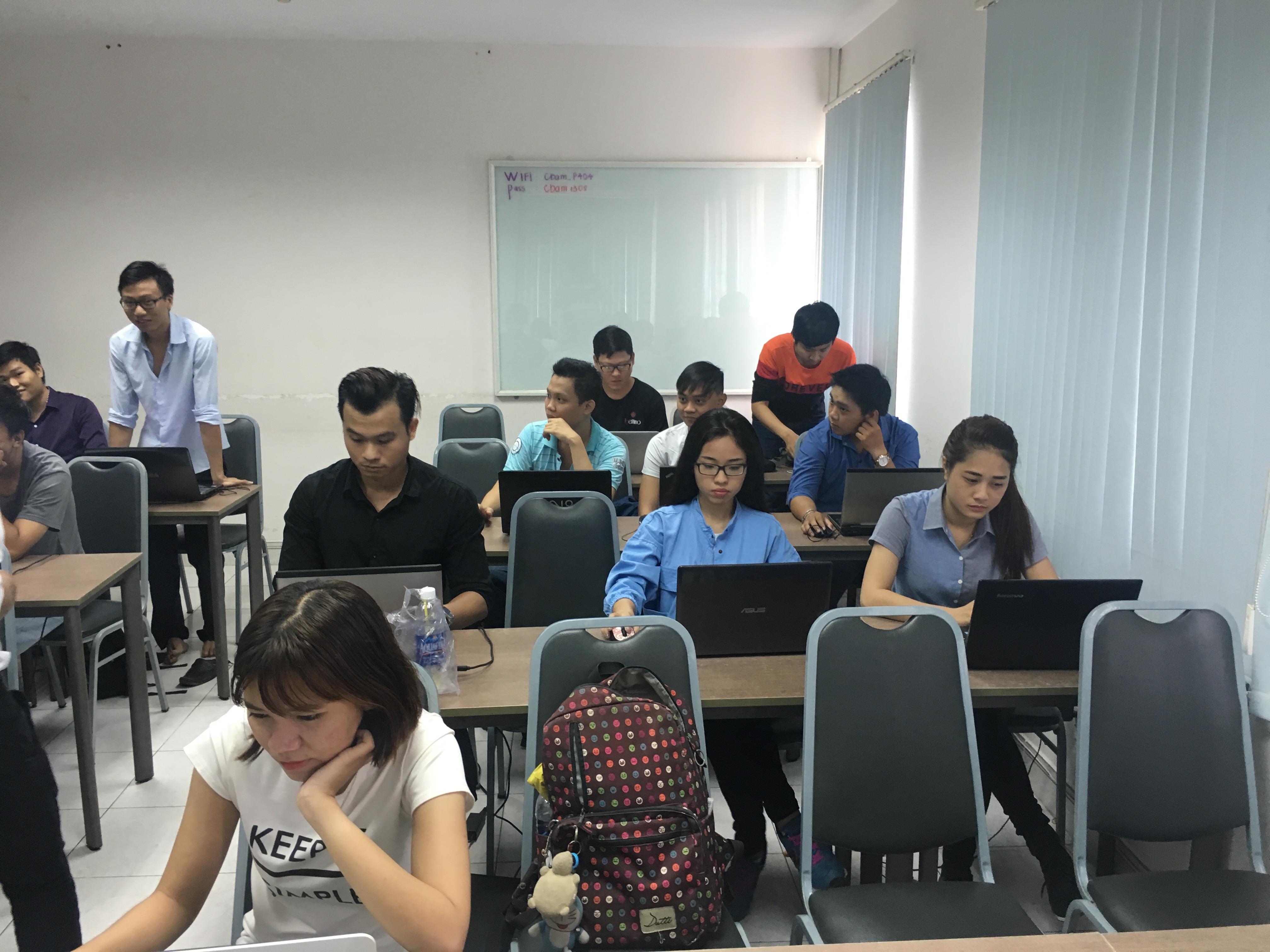 Học viên gới thiệu làm quen trước khi học WordPress