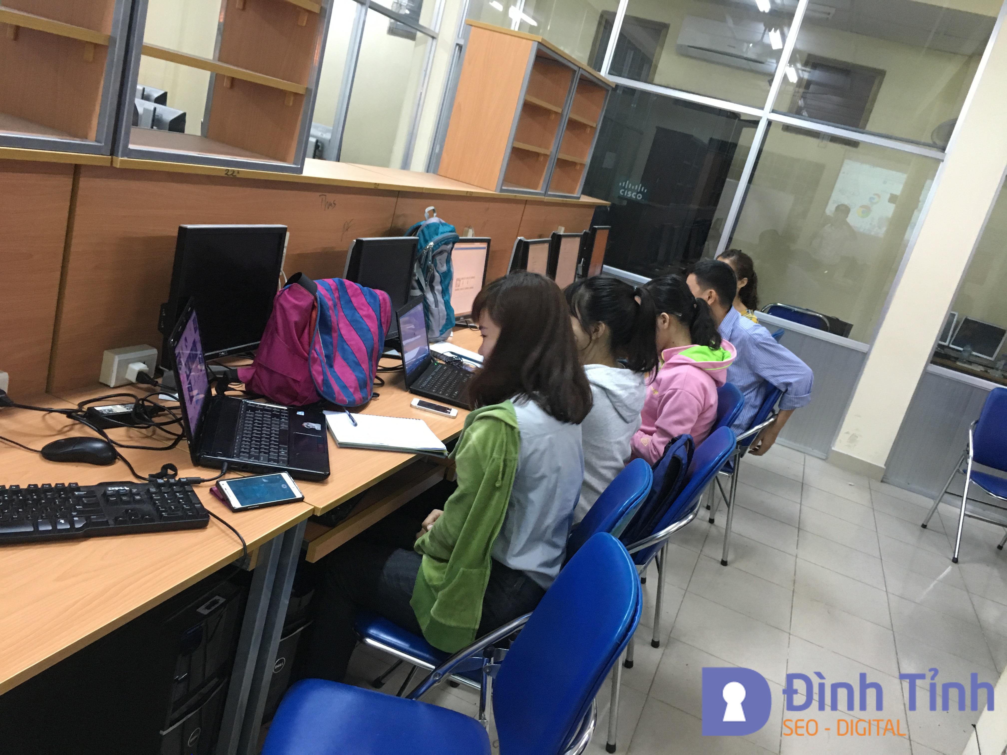 Học viên tham gia khóa học Blogger
