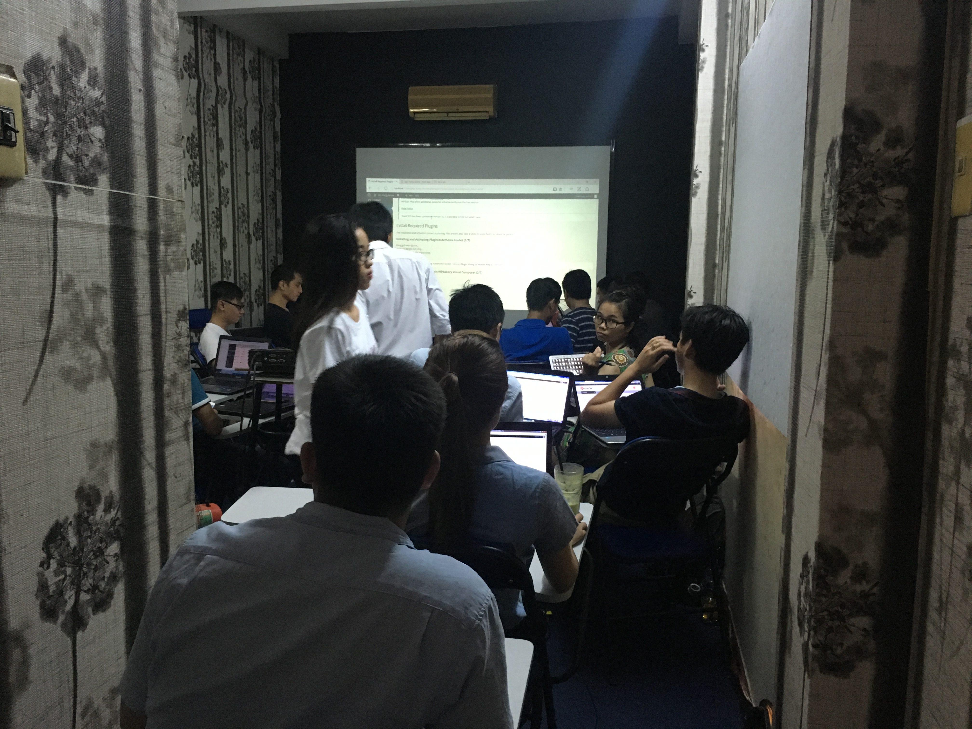 Lớp học buổi chiều phòng hơi nhỏ