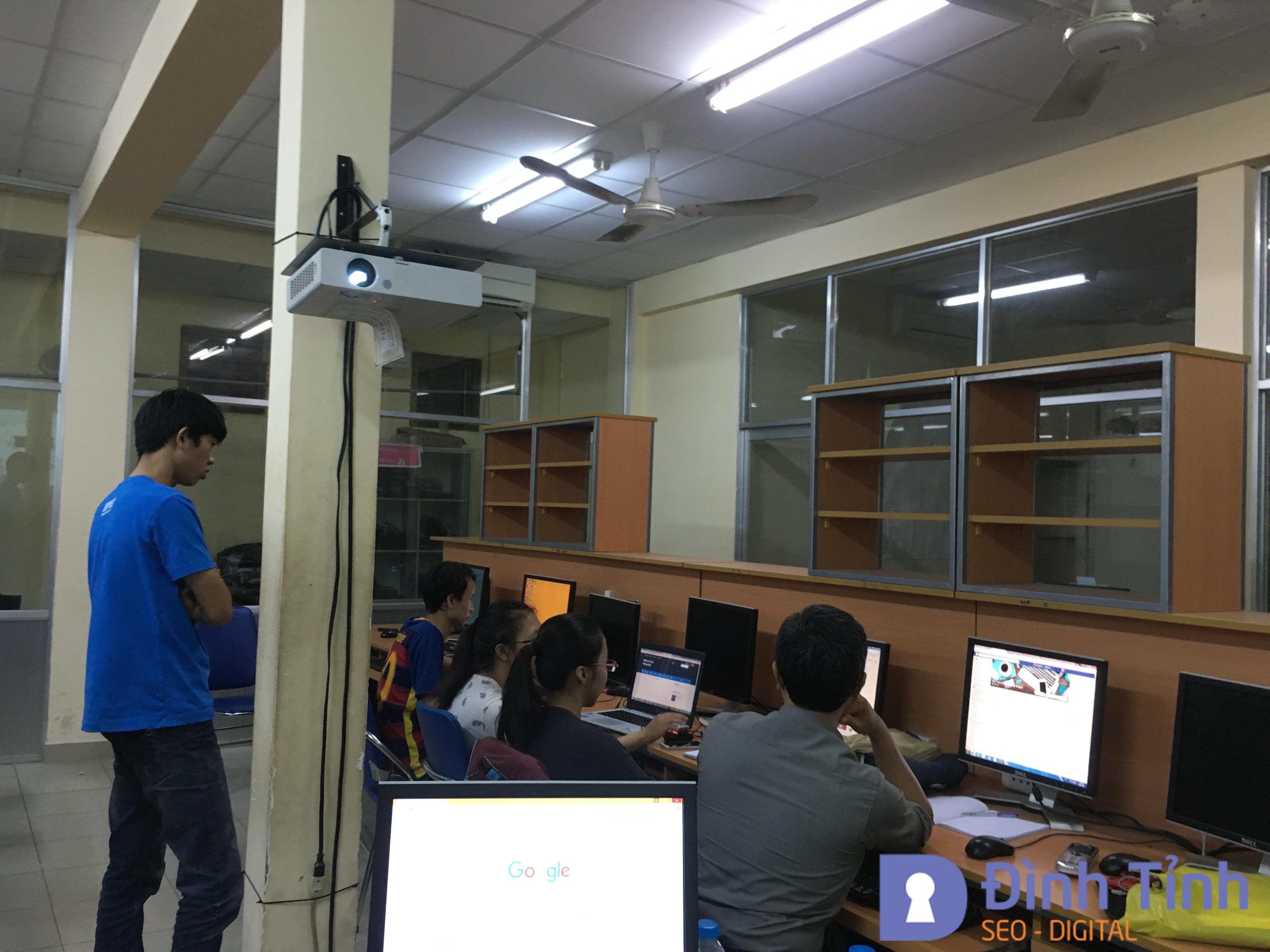 Học viên tham gia khóa học Blogger tại Bách Khoa